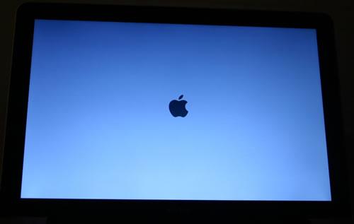 MacBook Screen nach dem ersten Einschalten