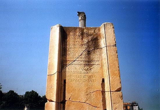 Monument auf dem Forum Romanum