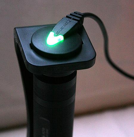 kostensparend und kologisch led lenser m7r aufladbare taschenlampe. Black Bedroom Furniture Sets. Home Design Ideas
