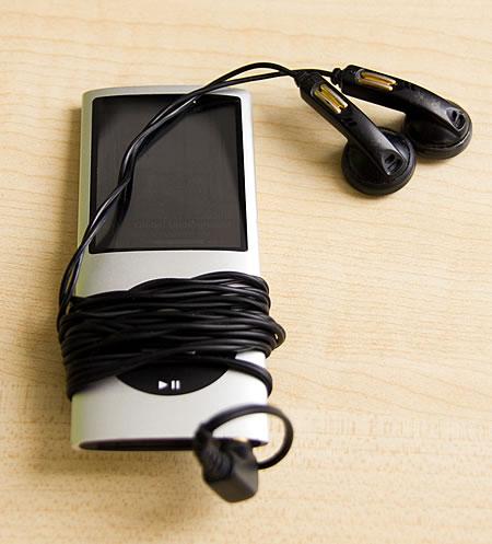 iPod Nano mit schwarzen Ohrhörern (H&H)
