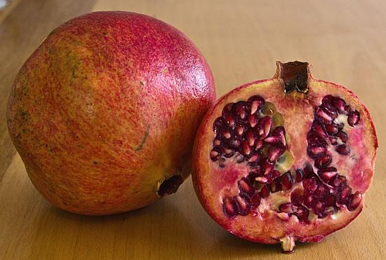 Granatapfel aufgeschnitten