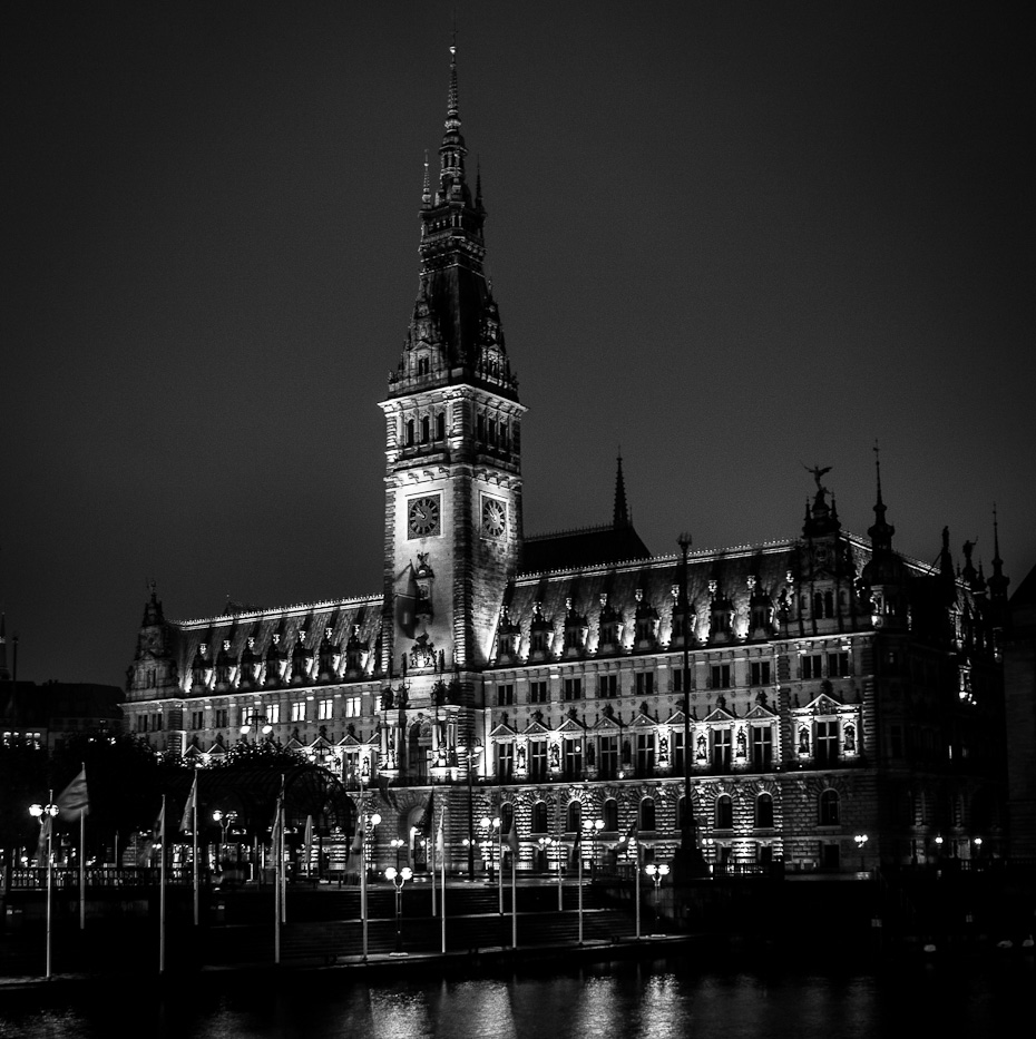 Hamburg Rathaus bei Nacht