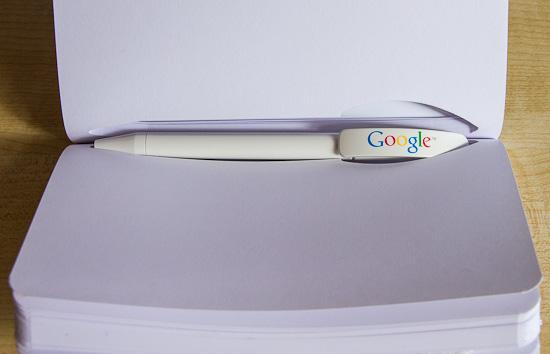 Google Notizbuch innen Stift