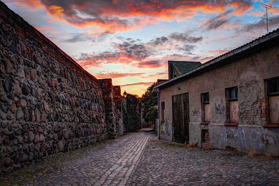 Templiner Stadtmauer am Abend