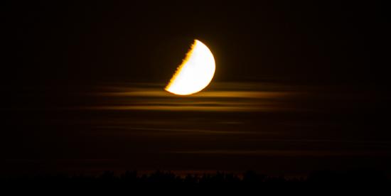 Fällt uns der Mond auf den Kopf?