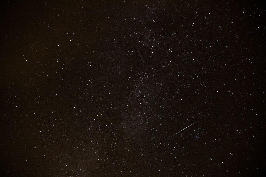 Ansicht der Milchstrasse mit Sternschnuppe