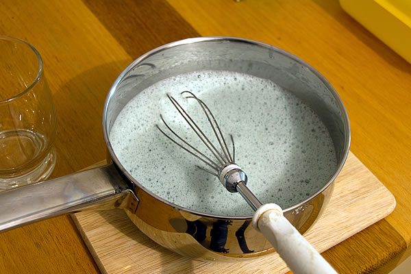 Götterspeise Zubereitung mit Tonic Water