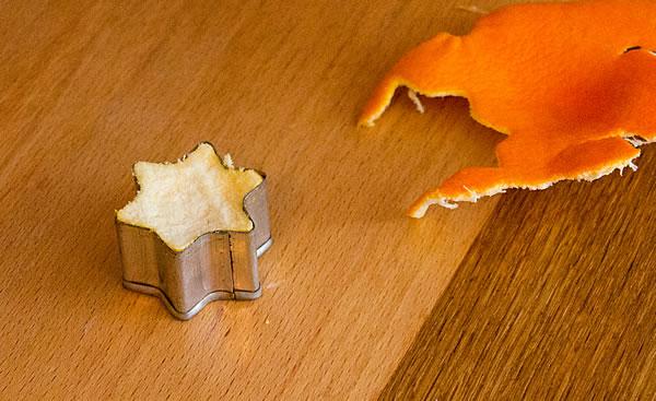 Mandarinenschale Stern in der Ausstechform
