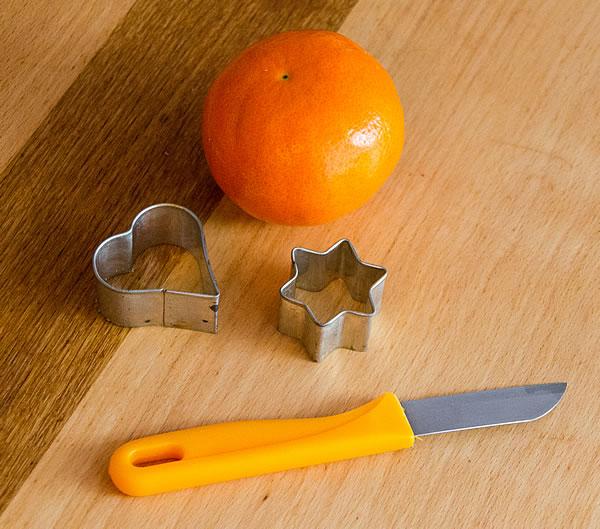 Messer, Ausstechformen und Mandarine