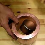 Neodym-Magnet schwebt durch Kupferröhre