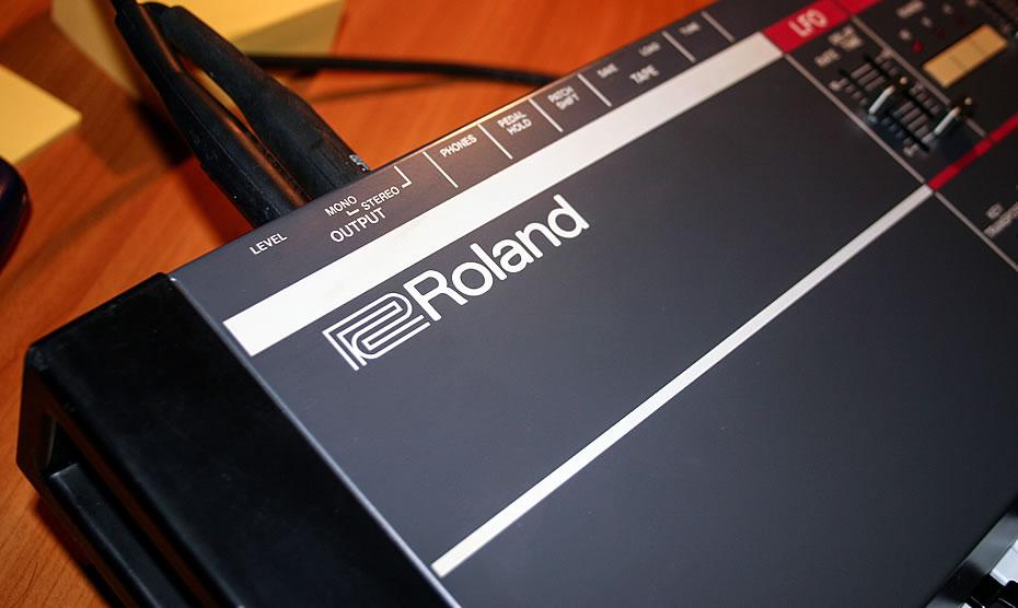 Juno-106 Synthesizer Roland Schriftzug