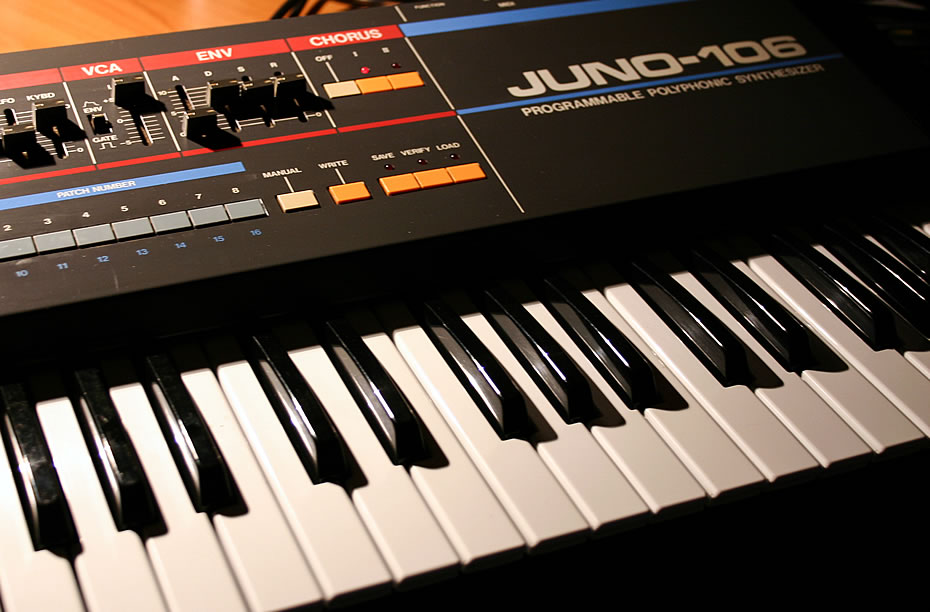 Roland Juno-106 Namenszug