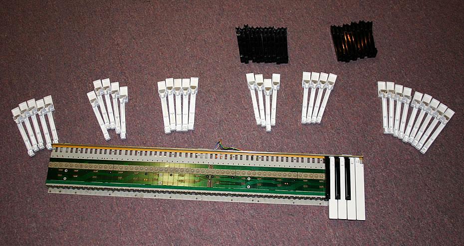 Roland Juno-106 Tastatur auseinandergenommen